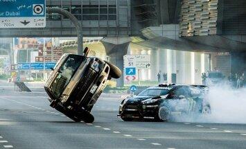 Video: Kens Bloks ar 650 ZS jaudīgo auto plosās Dubaijā