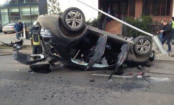 Foto: Kauņā notikusi trīs automobiļu sadursme