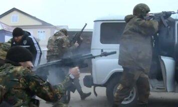 Video apkopojums: Groznijā notiek sīvas apšaudes