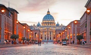 Bijušajam Vatikāna diplomātam piespriež cietumsodu par bērnu pornogrāfijas materiāliem