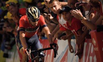 Nibali pēc sadursmes ar policijas motociklu izstājas no 'Tour de France' velobrauciena