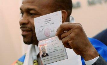 Boxer Roy Jones Jr. receives Russian passport