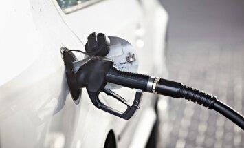 Цены на бензин в Риге продолжают расти: уже 1,272 евро за литр