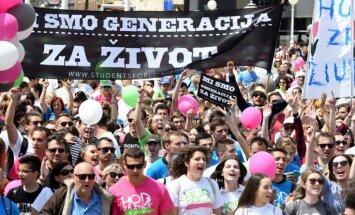Foto: Tūkstošiem abortu pretinieku Horvātijā piedalās 'Dzīvības gājienā'