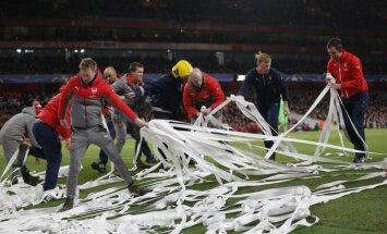 'Arsenal' fani savu viedokli par Vengeru pauž ar protestiem un tualetes papīru