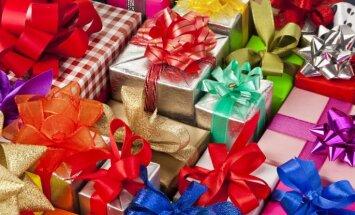 96 dāvanas katram no trim bērniem – britu sieviete 'pārsit' savu pērnā gada rekordu