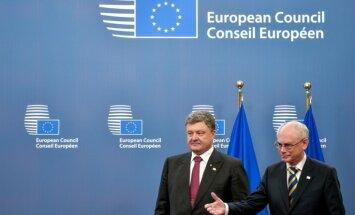 ES atliek sankciju ieviešanu; novēros situāciju Ukrainā