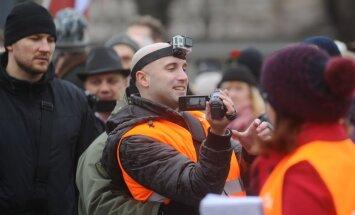Filipsa izraidīšana: Soctīklotāji bažīgi par 'Kremļa blogera' tālākajām gaitām
