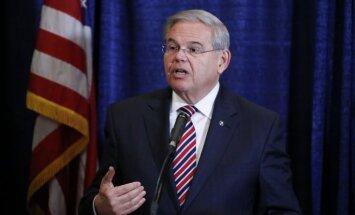 Viens no vadošajiem ASV demokrātu senatoriem apsūdzēts korupcijā