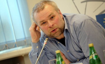 Publicists: Krievija līdz šim pilnās burās gājusi uz izstumtās valsts statusu