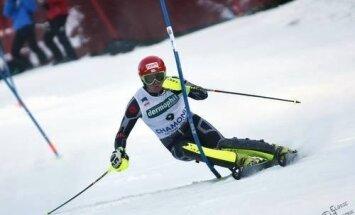 Kalnu slēpotājam Zvejniekam augstā desmitā vieta Eiropas kausa sacensību slalomā