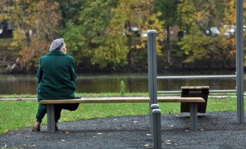 Krievijas pensionāriem Latvijā kavējas pensiju izmaksa