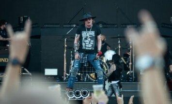 Foto, video: Tallinas Dziesmu svētku estrādē dārdina 'Guns N' Roses'