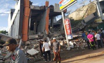Zemestrīcē Indonēzijā vismaz 97 bojāgājušie