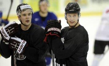 Latvijas hokejisti gatavošanos Sočiem sāk bez pamatvārtsargiem un galvenā trenera