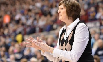 56 gadu vecumā mirusi ASV basketbola leģenda Enna Donovane
