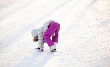 Ilūkstes novadā ledū ielūzuši divi slidotāji