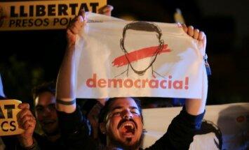 Katalonijas separātisti aicina uz protestiem pret katalāņu politiķu apcietināšanām