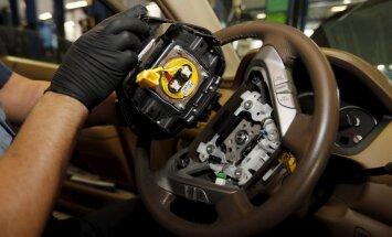 'Takata' atzīst vainu un maksās miljardu dolāru defektīvo auto gaisa spilvenu lietā