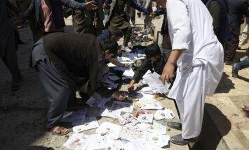 Foto: Kabulas vēlētāju reģistrācijas centrā sarīkota eksplozija; vismaz 57 bojāgājušie