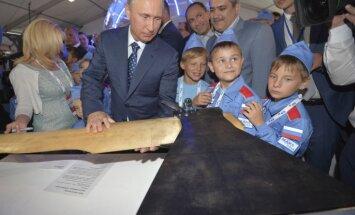 Aptaujas: cenu kāpums mazina Putina popularitāti Krievijā