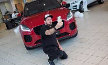 Foto: Rīgā parādīts 'Jaguar' jaunākais apvidnieks 'E-Pace'
