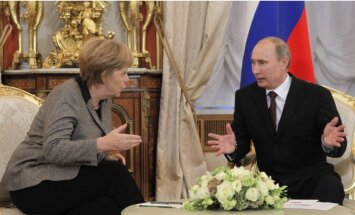 Меркель назвала позором парад на 9 Мая в Крыму