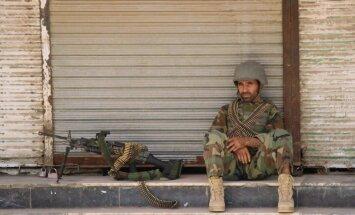 Foto: Armija un talibi trešo dienu cīnās par Kondozu
