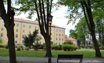 Опрос: 75% респондентов — за всенародные выборы президента Латвии
