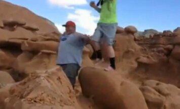 Vandaļi ASV sagāzuši miljoniem gadu senu akmens veidojumu, jo tas 'esot bijis bīstams'