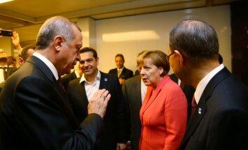 """Вице-президент ЕП: """"Меркель склонна встать перед Эрдоганом на колени"""""""