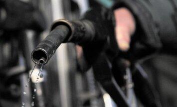 После повышения налога на заправках в Риге продается самый дорогой бензин в Балтии