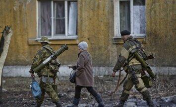 No frontes līnijas - 'Delfi' pieredzētās Ukrainas kara šausmas