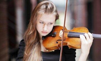 Latvijā koncertēs pašmāju izcilā vijolniece Kristīne Balanas