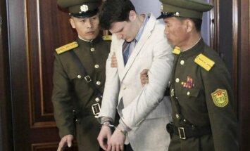 Ziemeļkorejā piespriež amerikāņu studentam 15 gadus spaidu darbos