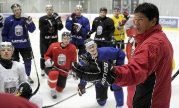 Latvijas hokeja izlases treniņiem pievienojies aizsargs Ralfs Freibergs