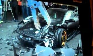 Video: Taivānā demonstratīvi iznīcina 'Lamborghini' superauto