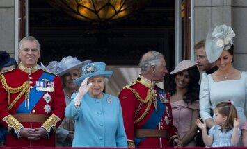 Из-за чего выросли расходы королевы Елизаветы II