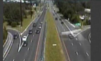 В США самолет совершил вынужденную посадку на оживленное шоссе