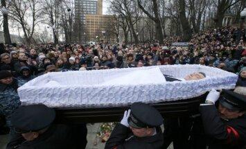 Foto: Noslepkavotais Boriss Ņemcovs guldīts zemes klēpī