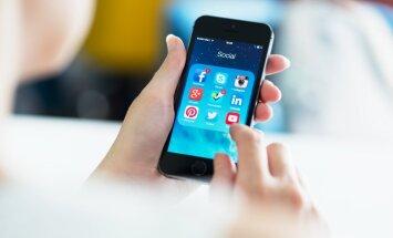 'Facebook' izmanto viedtālruņa mikrofonu, lai pastāvīgi noklausītos apkārt notiekošo