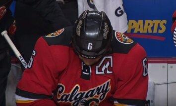 Par uzbrukumu NHL tiesnesim 'Flames' hokejistu diskvalificē uz 20 spēlēm