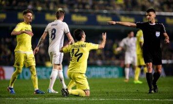 Referee Jesus Manzano points penalty kick Villarreal Manu Trigueros