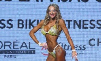 Foto: Rīgā krāšņi aizvadīts bikini daiļavu konkurss