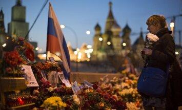 Avots: atrasts Krievijas opozīcijas politiķa Borisa Ņemcova slepkavības ierocis