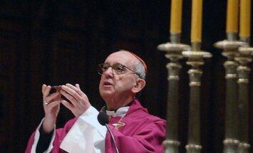 Pāvests lūgšanās par Sīriju nosoda 'ieroču pārdošanas karu'