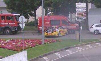 Video: Iespaidīga avārija WTCC – sacīkšu dalībnieks ietriecas glābēju mašīnā