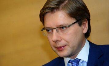 Ušakovs uz 'Uzvaras dienas' svinībām nedosies; sola 'kārtīgus Jāņus' Maskavā