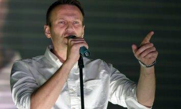 Навальный просит снять судимость для участия в выборах президента России