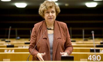 Latvijā aizvien netiek ievērotas nepilsoņu tiesības, EP deputātiem stāsta Ždanoka